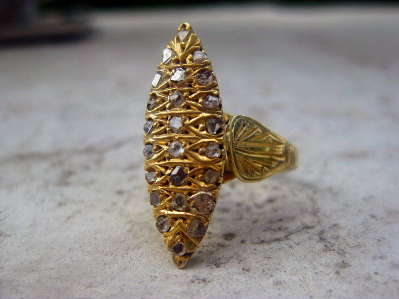 Vintage lansadera ring with diamante in gold-plated silver.