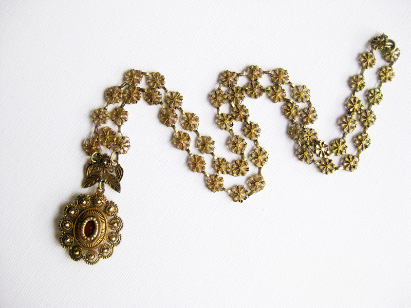 Tamborin necklace with